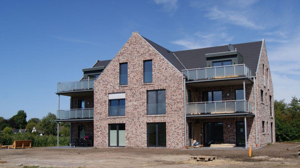 Dachstuhl, Dacheindeckung, Innenausbau, Balkonabklebung, Balkonbeläge