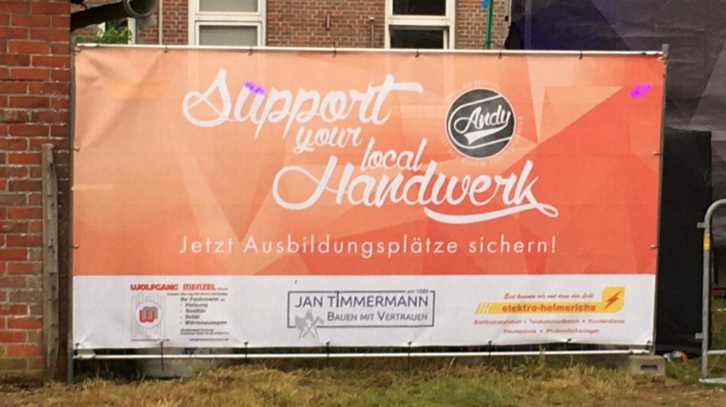"""Sponsoring Festival """"Andy ist auf einem Tennisturnier"""" Tossens - Stellen und Aufbau der Bauzäune"""