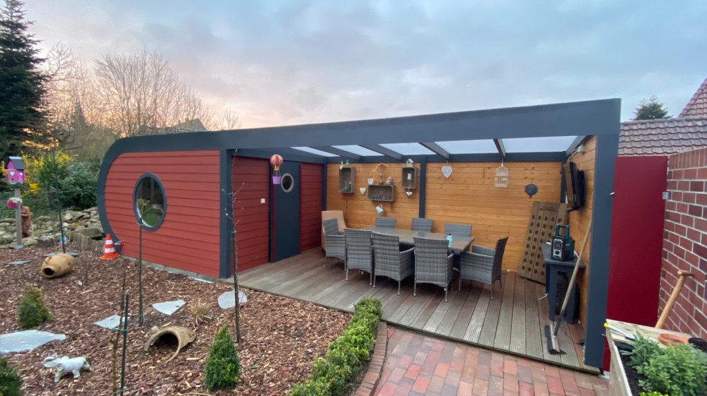 Gartenhaus mit Terrasse, Lichtplatten und Ruheraum