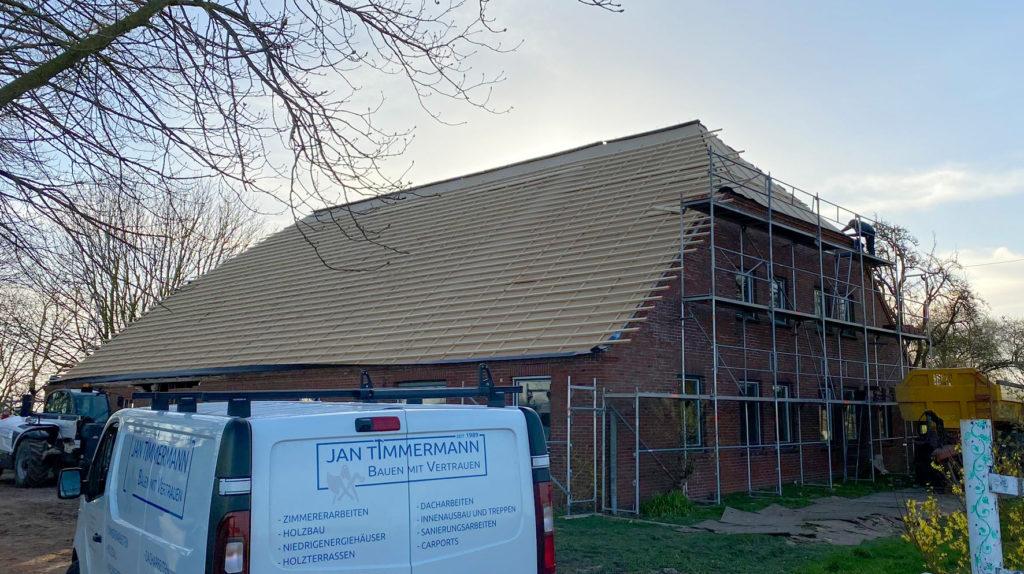 Dachsanierung eines landwirtschaftlichen Gebäudes mit Holzweichfaserplatten