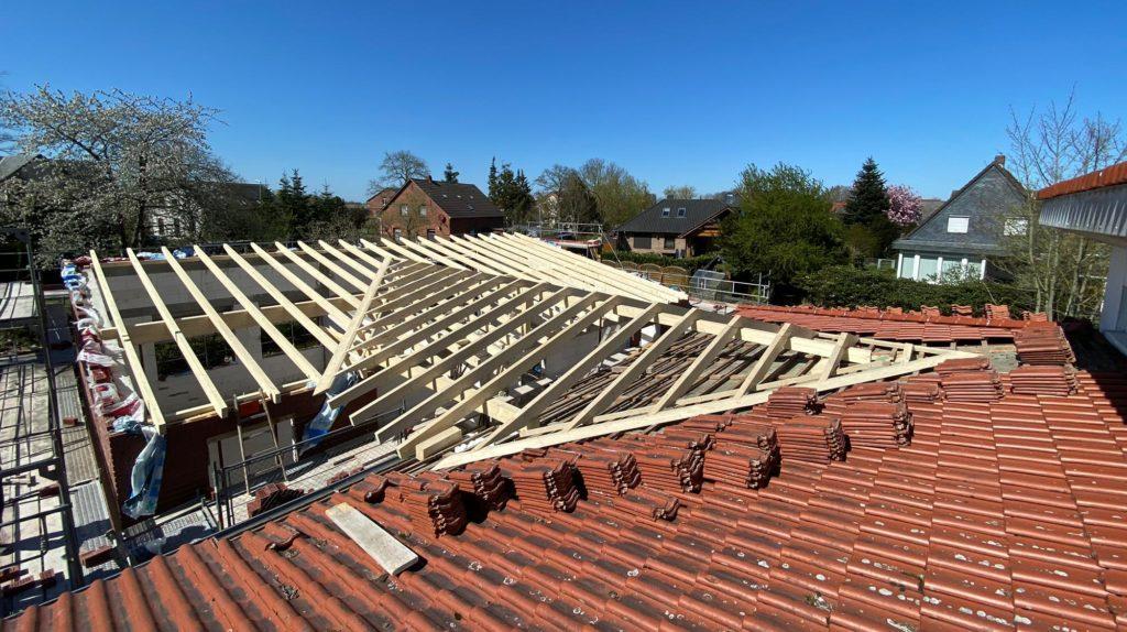 Neuer Dachstuhl inklusive Dacheindeckung (Kindergarten Stollhamm)