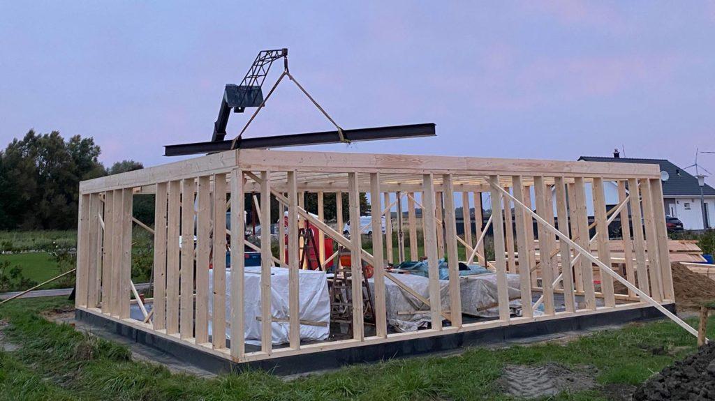 Schlüsselfertiges Bauen in Holzrahmenbauweise  Schritt 4: Stahlunterstützung für große Räume