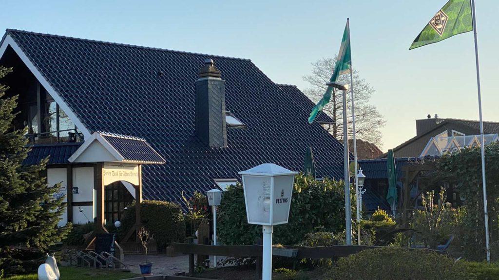 Dachsanierung und Schornsteinverkleidung mit Schieferplatten