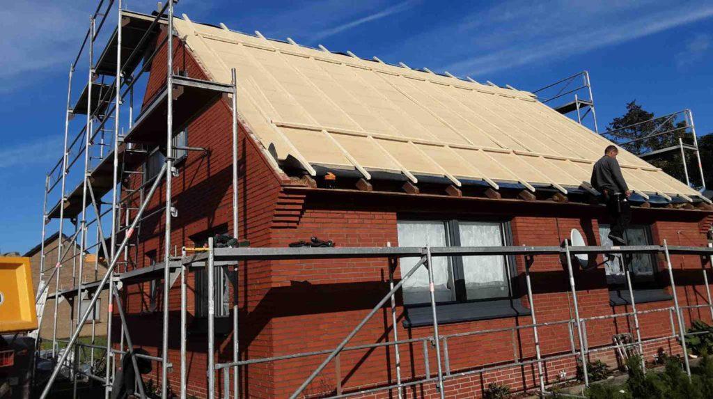 Schritt 2: Verlegung der Holzfaserdämmplatten zweite Dachseite