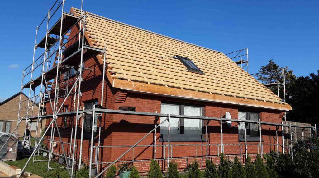 Schritt 3: Einbau eines Dachflächenfensters und Einlattung der Dachfläche zweite Dachseite