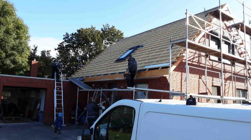Schritt 3: Einbau eines Dachflächenfensters und Einlattung der Dachfläche